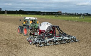 CroppedImage630390-Taege-Single-Air-Seeder-Working-Landscape-48